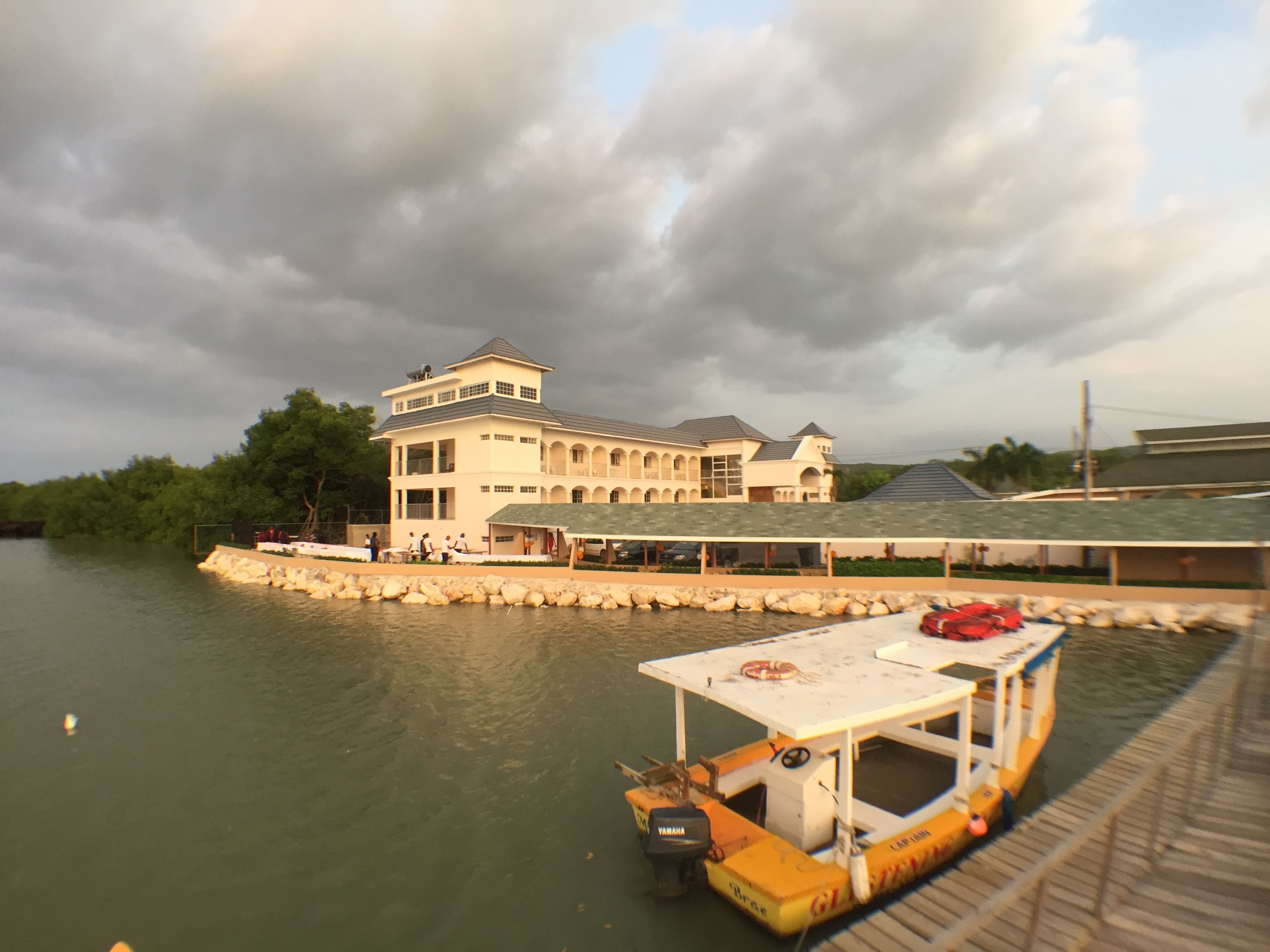 Hotel & Tour Boat View